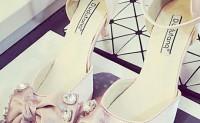 鞋子上有蝴蝶结让你在这个秋季有不一样的体验