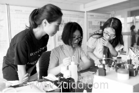同一寝室三个女生分别被北京大学清华大学保送英国帝国理工学院录取