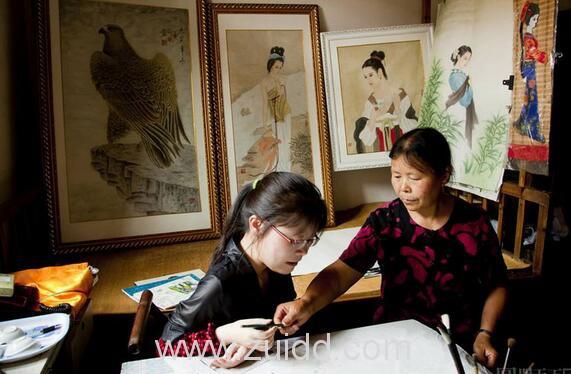 浙江开化县华埠镇画家汪玉婷和母亲